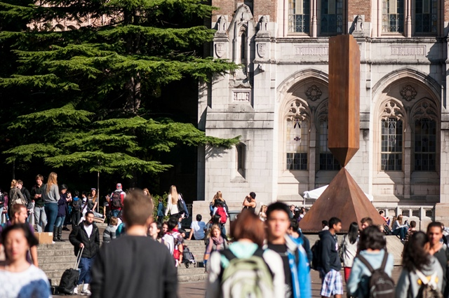 A sunny day at the University of Washington Seattle campus, on the second day of Fall quarter classes, crowds in Red Square. Photo by Katherine B. Turner